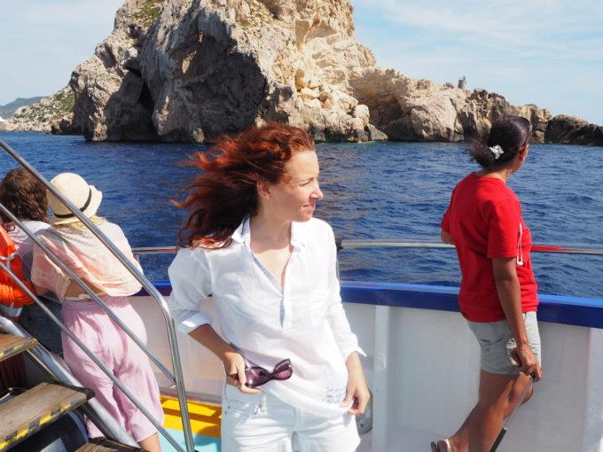 aiti yrittaa veneella ibizalla
