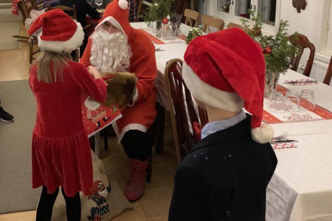 joulupukki ravintola kansakoulussa