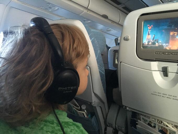 lentokoneessa lasten kanssa
