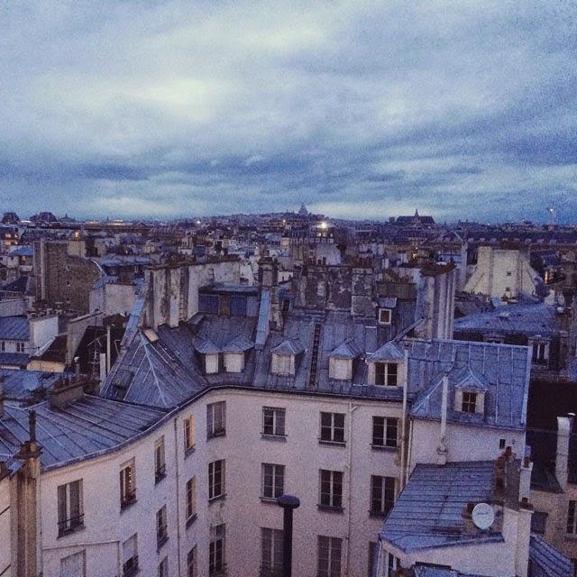 Pariisin kattojen ylla