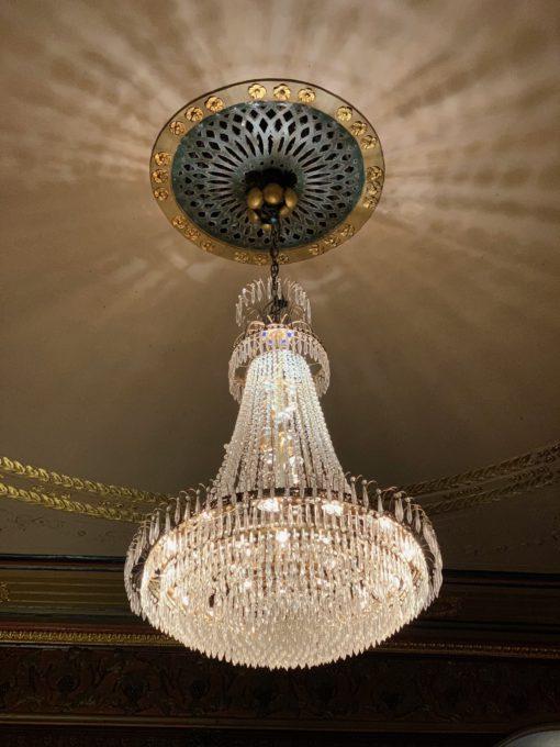 ravintola kappeli kristallikruunu