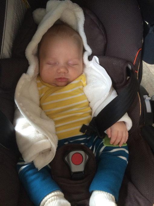 vauva nukkuu
